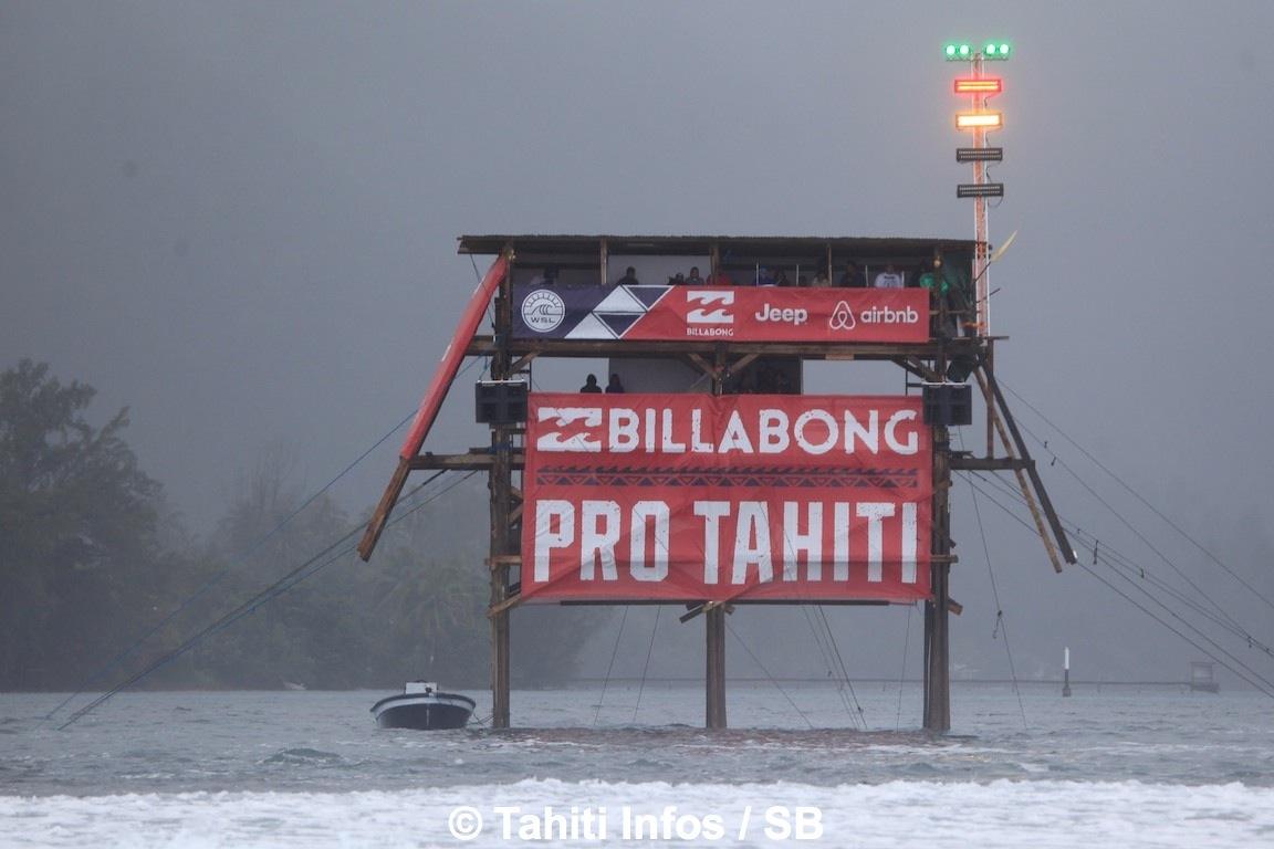 Ambiance pluvieuse à Teahupo'o pour les Trials
