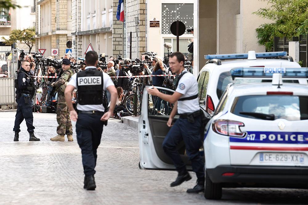 Une voiture fonce sur des militaires à Levallois-Perret, le parquet antiterroriste enquête