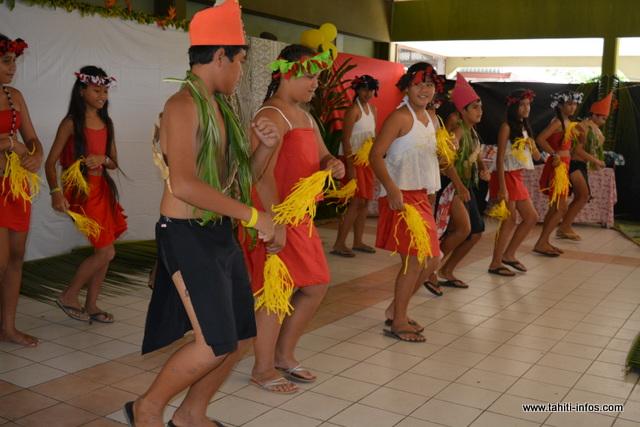 Durant les deux semaines de vacances, les enfants ont préparé une danse pour l'opération cartables de ce mercredi.