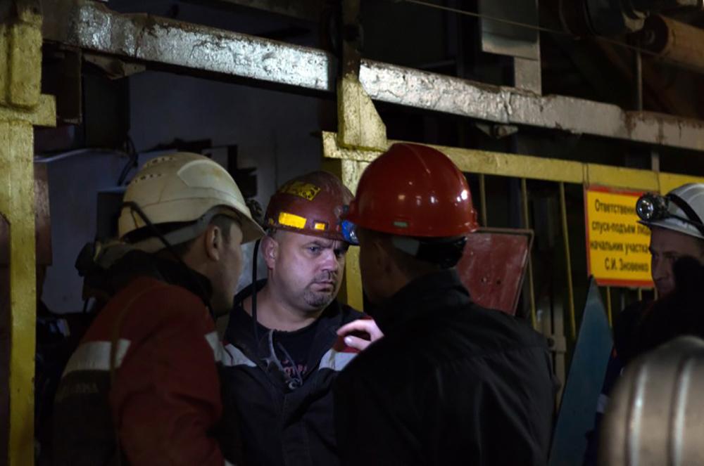 Russie: l'eau monte dans la mine où restent bloquées 8 personnes