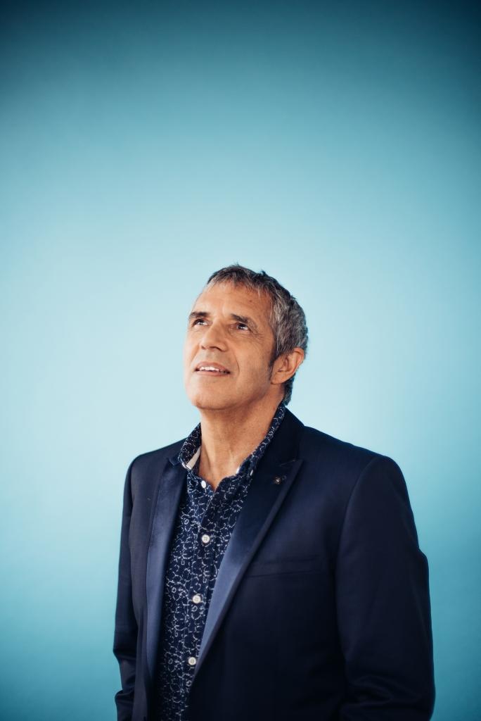 Le chanteur et compositeur vient fêter ses 50 ans de carrière à Tahiti.