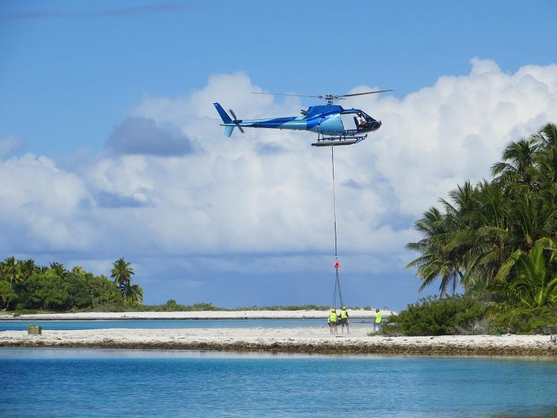 Le traitement des six îles a été effectué par hélicoptère