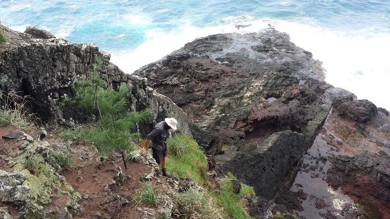 Richard Griffiths en mission sur Manui. © Robert Luta