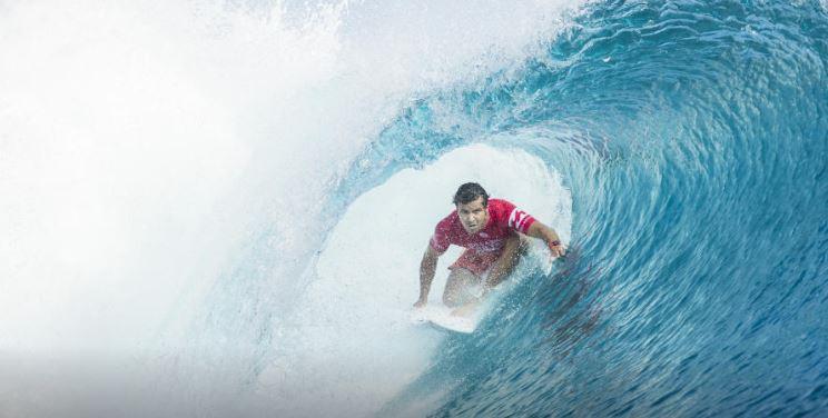 Surf : Julian Wilson remporte la Billabong pro Tahiti, les surfeurs français à la peine