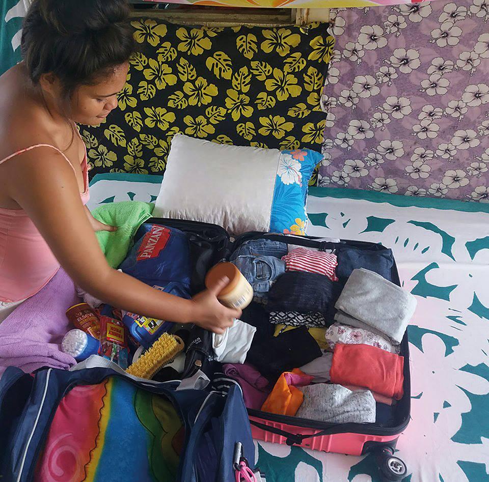 """""""L'aînée des enfants fera sa rentrée en classe de 2nde au lycée de Uturoa, à Raiatea."""