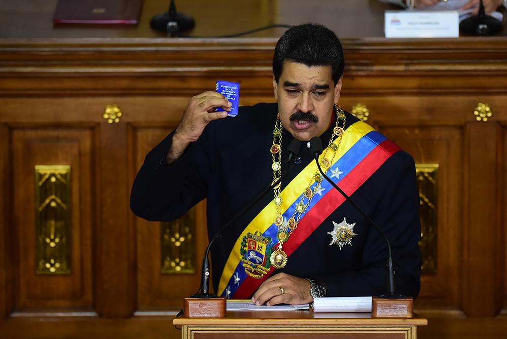 Venezuela: piqué par la menace de Trump, Maduro mobilise ses troupes