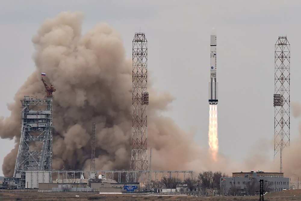 La Russie lance avec succès une fusée Proton transportant un satellite militaire