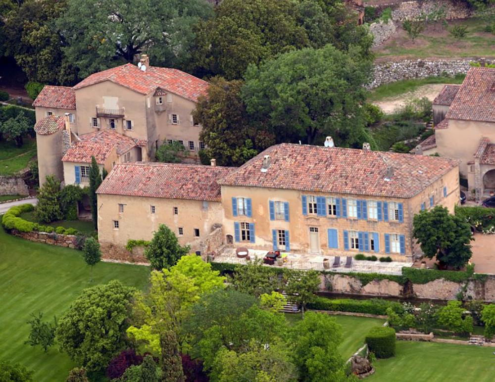 Brad Pitt et Angelina Jolie condamnés à payer un demi-million d'euros à une artiste française