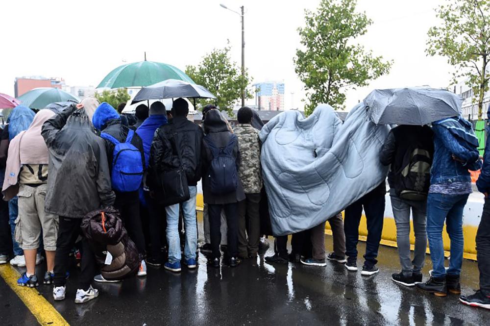 Près de 2.500 migrants évacués de campements de migrants dans le nord de Paris