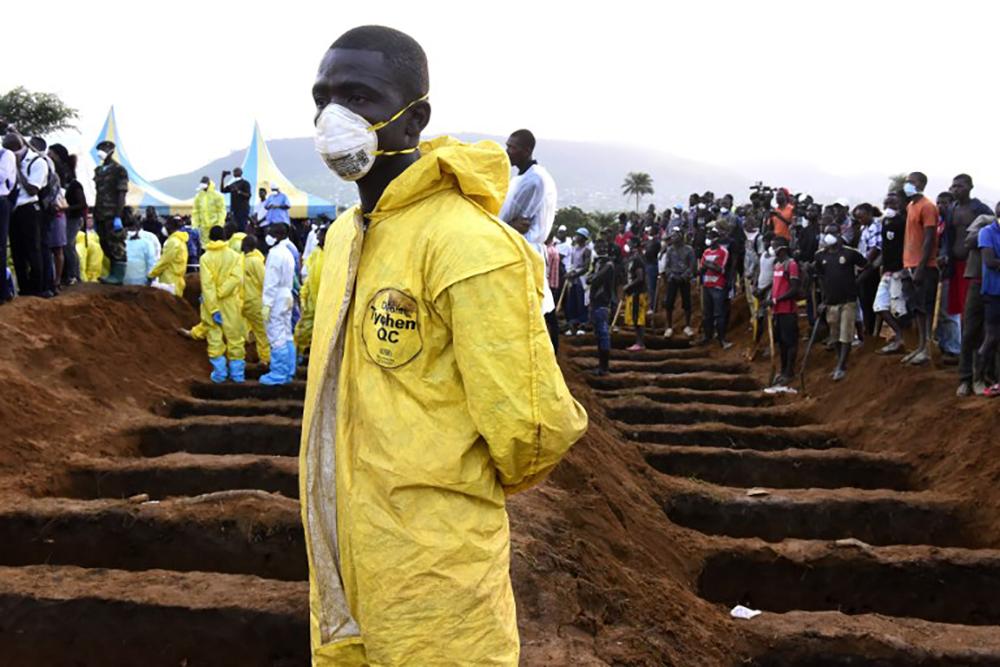 Le bilan des inondations à Freetown passe à 400 morts et risque de s'alourdir