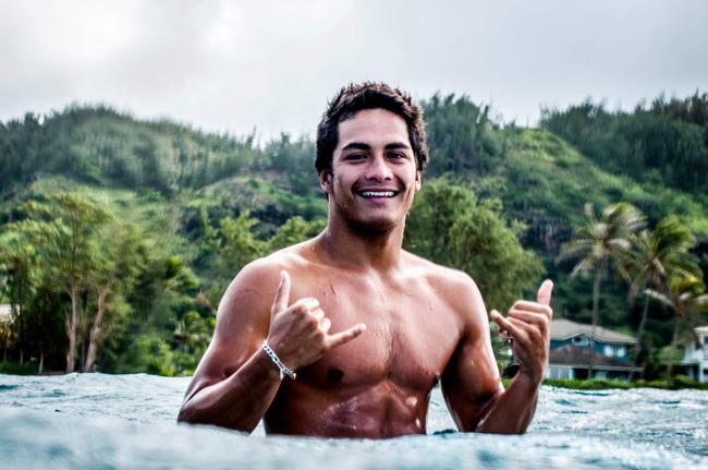 Surfeur tahitien
