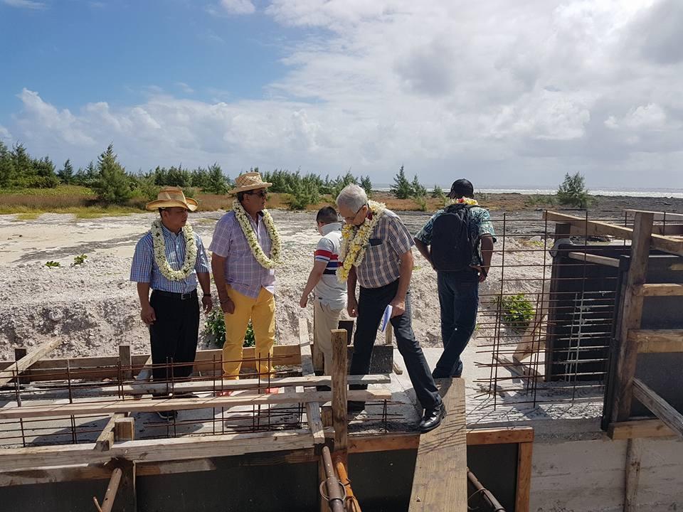 Sur le chantier de la route de contournement du futur site de la ferme aquacole de Hao. L'ensemble des travaux financés par le Pays et liés au projet Tahiti Nui Ocean Foods représente un investissement de l'ordre de 500 millions Fcfp. (CP: commune de Hao).