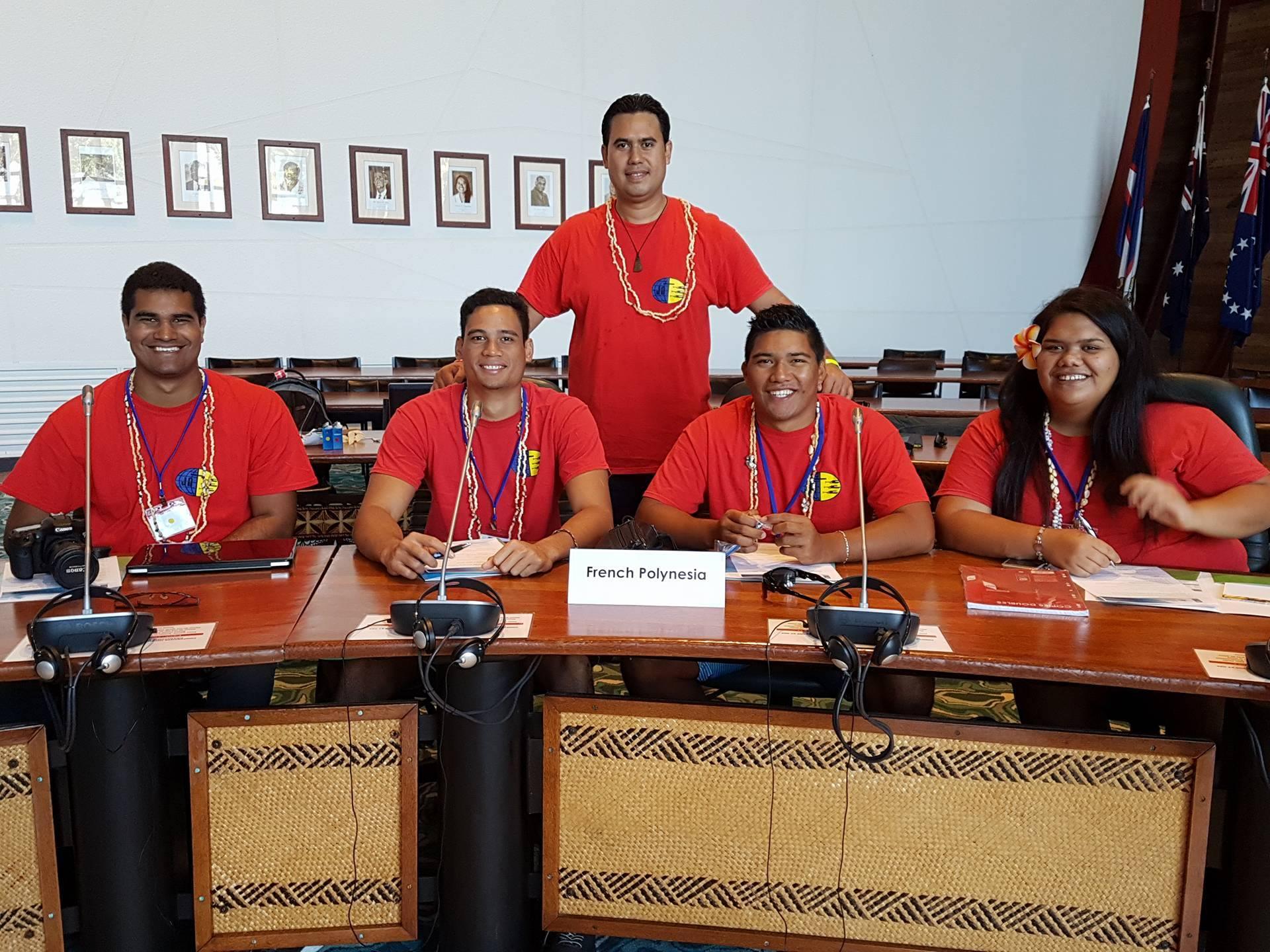 Les jeunes polynésiens à leur arrivée en Nouvelle-Calédonie.
