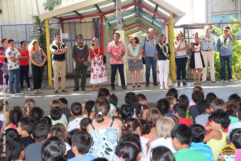 Sonia Lagarde, maire de Nouméa s'est rendue sur place, accompagnée de Tavana Michel Buillard et de son conseil municipal.