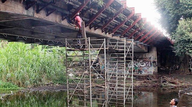 Le tablier du passage piéton, nécessaire à la rénovation de la passerelle sera coulé, durant ce laps de temps.