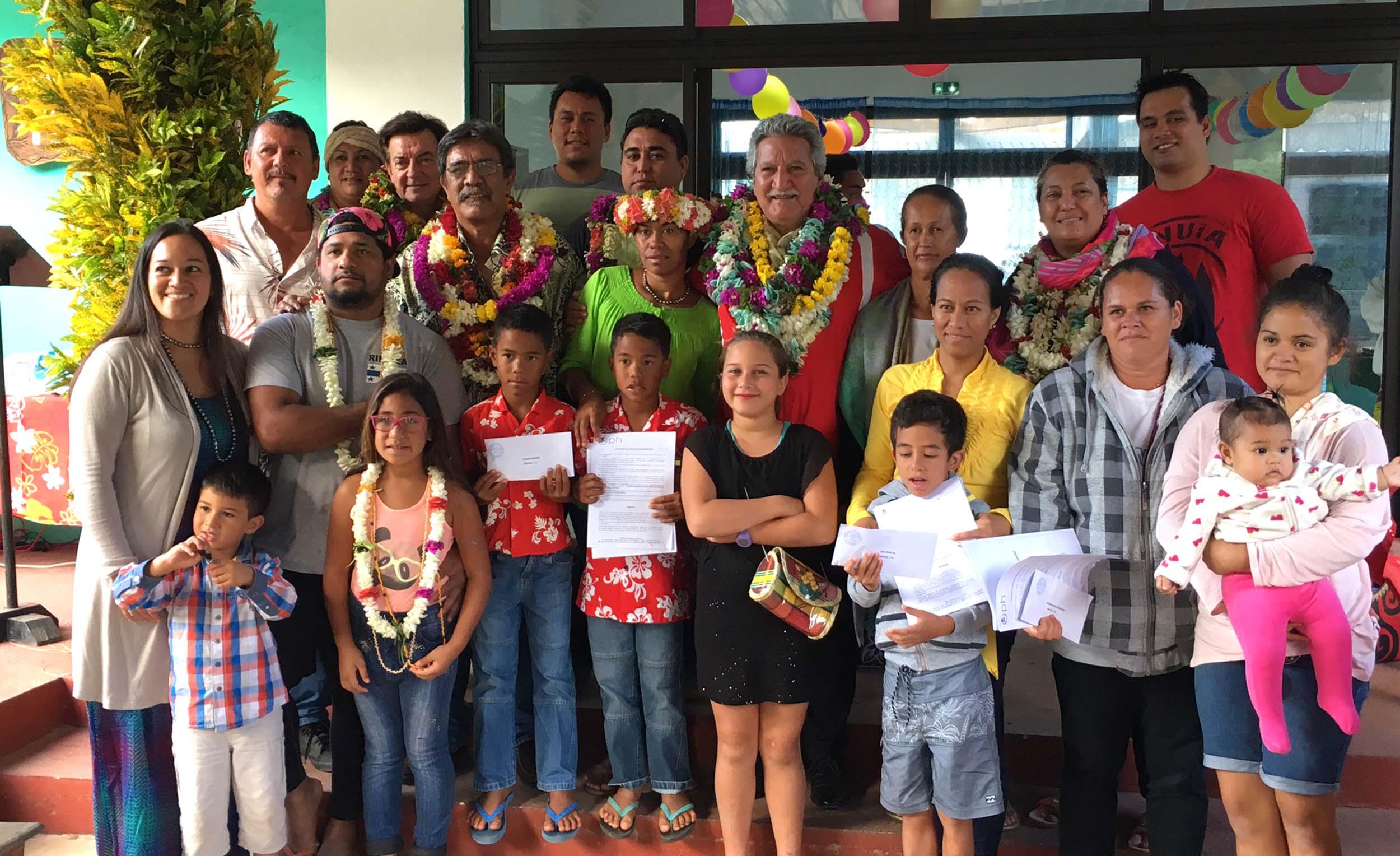 L'un des principaux objectifs de cette visite était la remise de clés à six familles bénéficiaires de fare OPH.