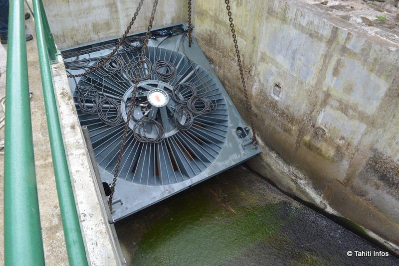 Après l'avoir descendu, il a fallut faire basculer la turbine pour la caler