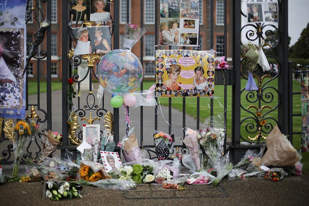 La Grande-Bretagne commémore Diana dans la sobriété