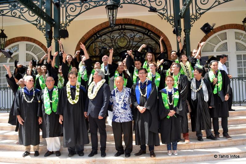 Les 17 étudiants diplômés de l'ECT ont fait honneur à leur parrain, Tahiti Infos, avec un taux de réussite de 100%.