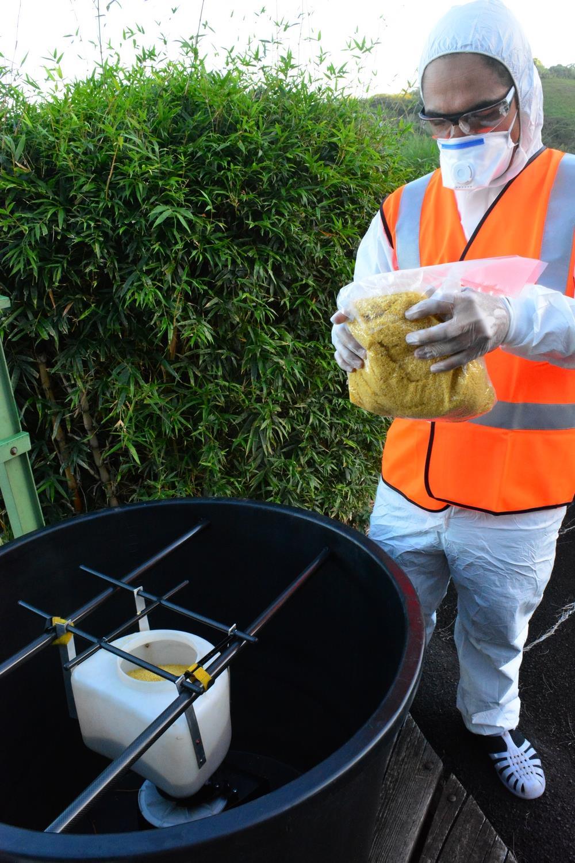 le distributeur est rempli de S méthoprène, un fourmicide très peu toxique pour l'environnement et détruit en quelques heures par l'humidité, la chaleur ou les UV