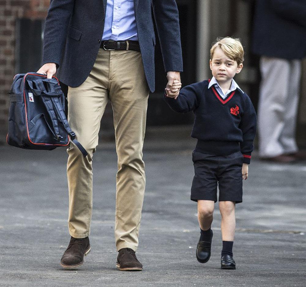 GB: George, le petit prince, entre à l'école sans sa mère