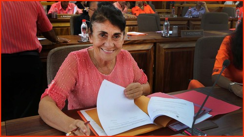 """""""Je ne veux trahir personne"""", assure Patricia Amaru en s'éloignant du Tahoera'a"""