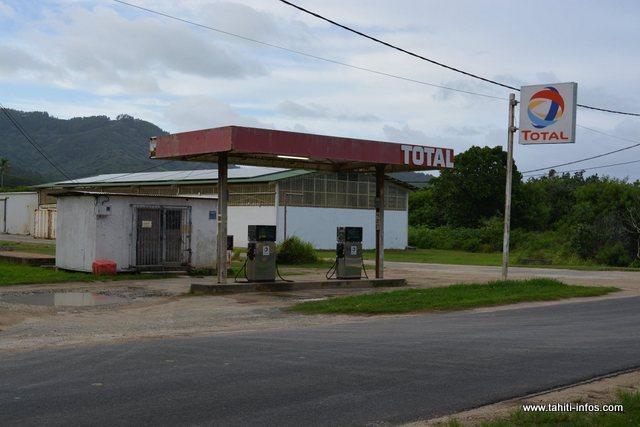 À Tubuai, on limite à 1 500 francs le remplissage du carburant par véhicule.