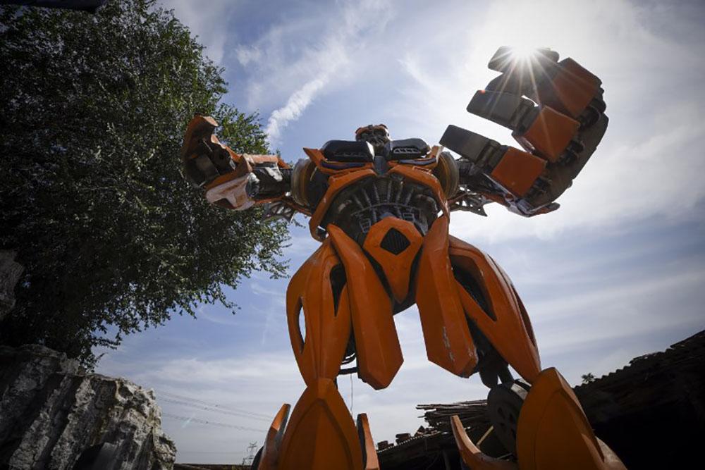 """Chine: un artiste crée des """"Transformers"""" plus vrais que nature"""