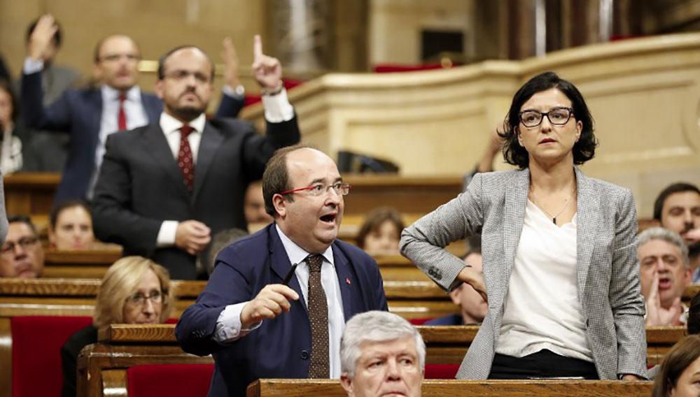 Catalogne: Madrid durcit le ton mais les séparatistes accélèrent