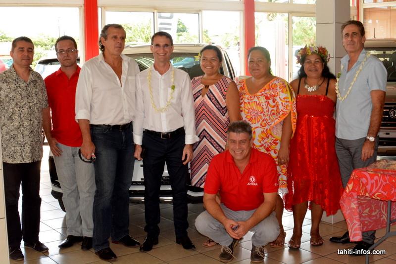 Les cadres de Sodiva et les salariés du show room de DFM qui vient d'ouvrir, Cour de l'Union Sacrée.