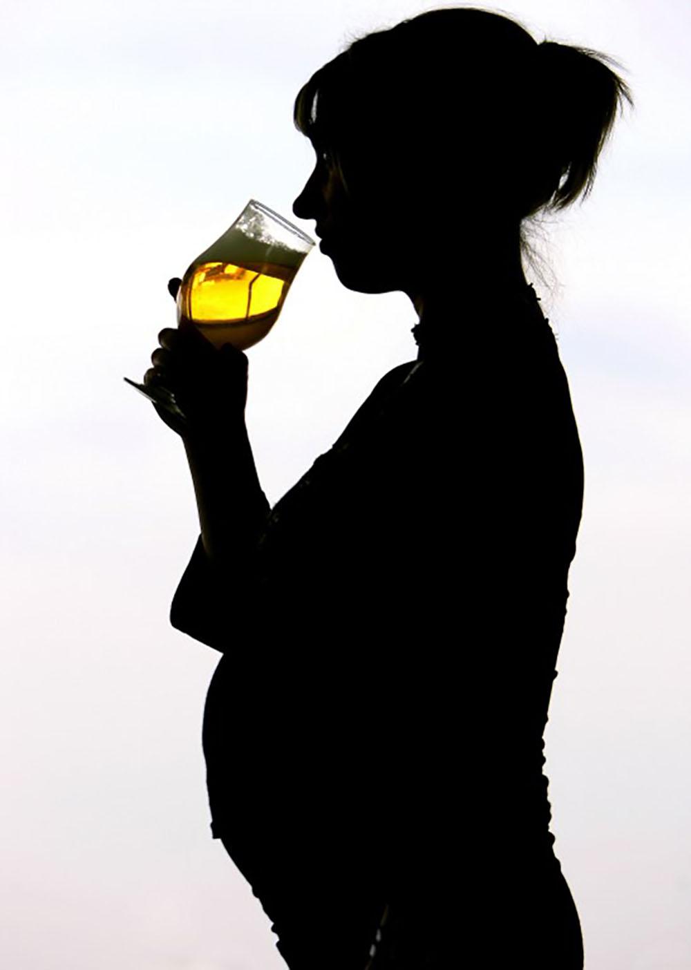 Faible consommation d'alcool pendant la grossesse: les effets restent peu connus