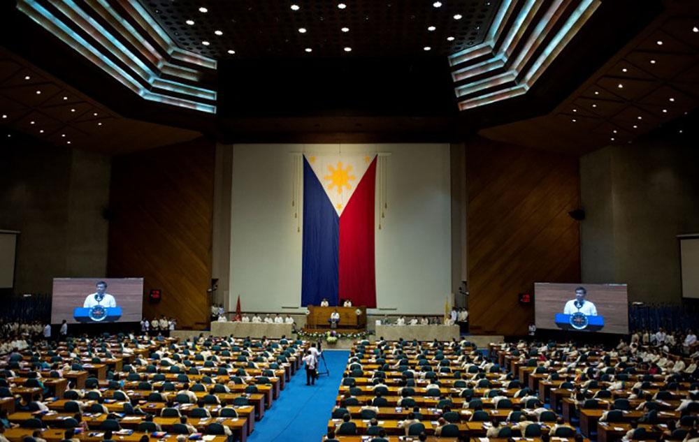 Le Congrès philippin s'attaque aux droits de l'homme et à la Cour suprême