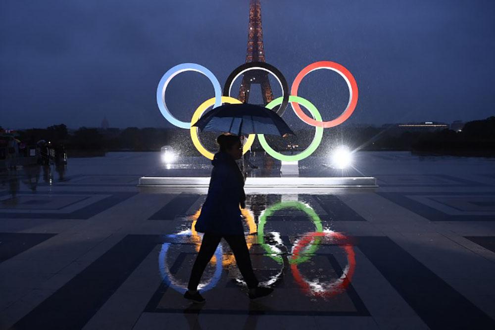 JO-2024: Paris célèbre avant de se retrousser les manches