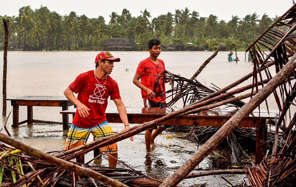Mexique : l'ouragan Max rétrogradé en tempête tropicale