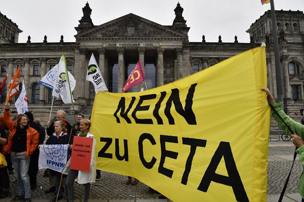 Commerce: le CETA entre en application provisoire malgré des objections