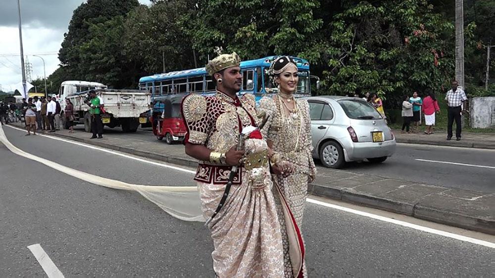 Sri Lanka: enquête autour d'un sari de 3 kilomètres