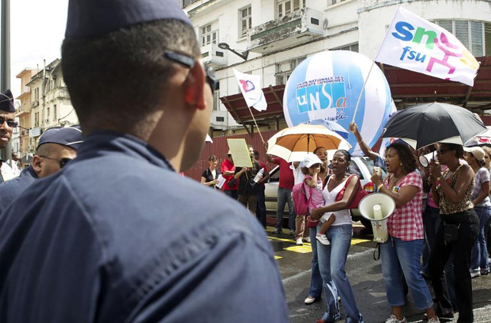 Contrats aidés: la mobilisation s'amplifie en Martinique