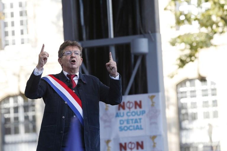 """Code du travail: Mélenchon promet à Macron de poursuivre la """"bataille"""" dans """"la rue"""""""