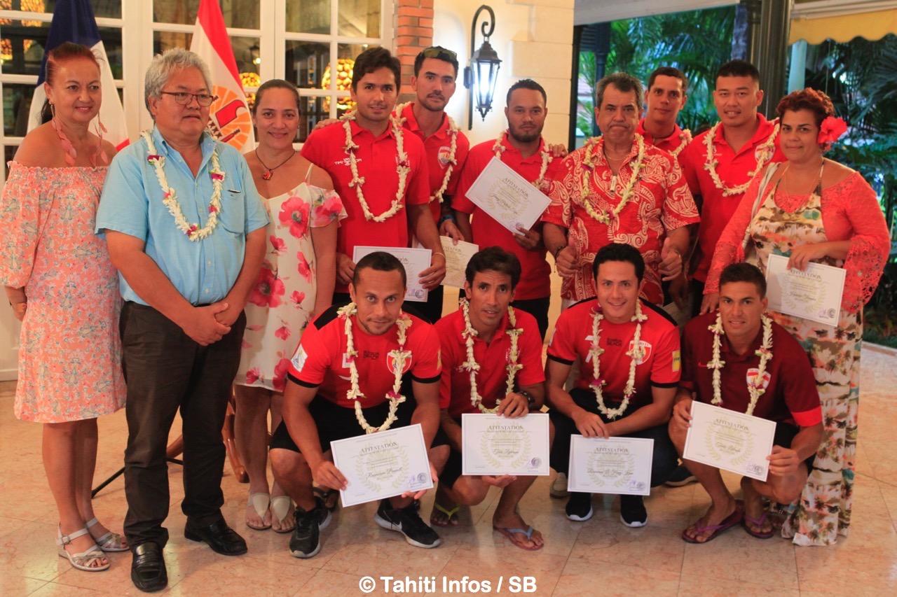 Les Tiki Toa accompagnés de Vairani Davio, Luc Faatau et Jasmine Richmond