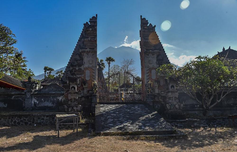 Volcan actif à Bali: plus de 122.000 habitants évacués