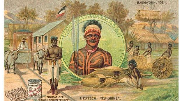 Antérieure au XXe siècle, cette carte postale montre les bienfaits de la colonisation allemande sur cette partie de la Nouvelle-Guinée.