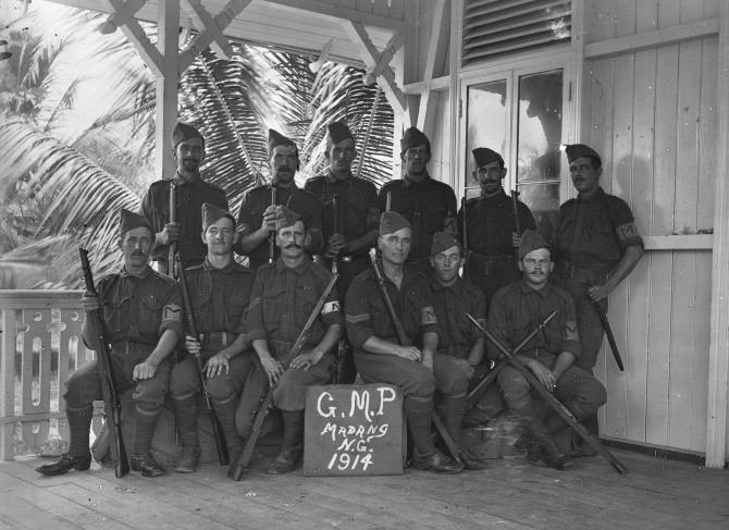 A Madang, les Australiens sont victorieux en un éclair, mais ils ne savent pas encore qu'un Allemand et sa vingtaine d'hommes refuseront de se rendre jusqu'en 1919
