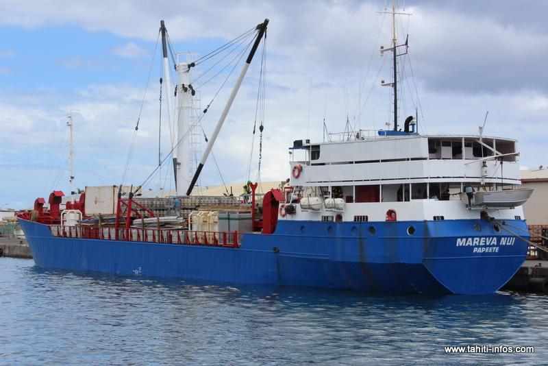Le Mareva Nui embarque 880 tonnes de provisions pour les Australes