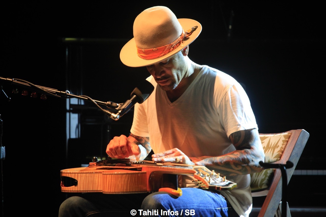 "Ben Harper utilise la technique du ""slide"""