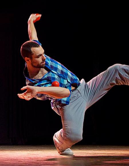 Festif et familial, l'événement rassemblera une trentaine d'artistes durant quatre jours sur un même lieu. Ici, Éric Longequel, jongleur de renommée internationale.