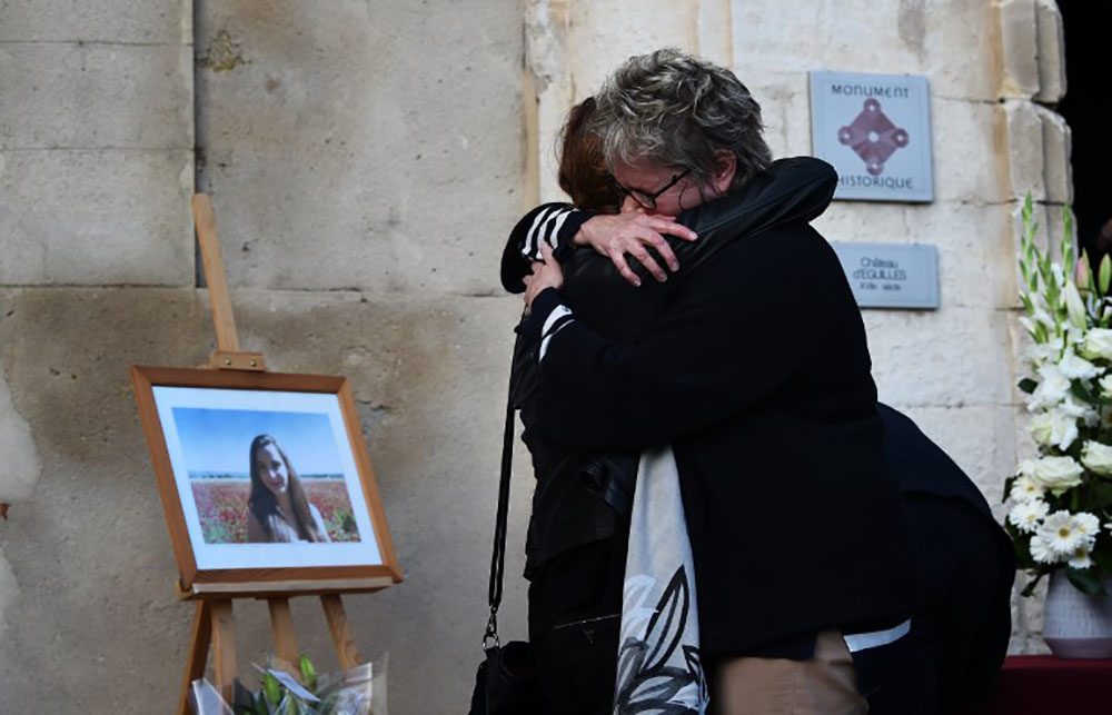 """Devant sa famille """"plongée en enfer"""", l'hommage de son village à Mauranne, tuée à Marseille"""
