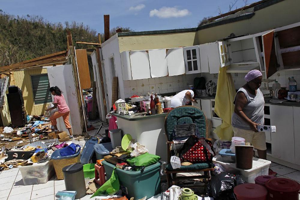 """Porto Rico: """"De l'eau!"""", réclament des sinistrés aux médecins"""