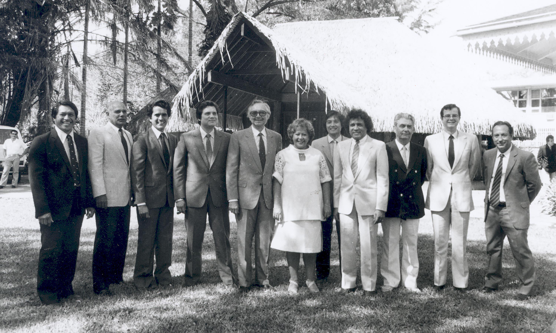 En 1984, le premier gouvernement Flosse
