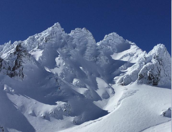 « The Pinnacles », le plus beau massif rocheux (de lave) se dressant sur les flancs du Ruapehu, à plus de 2 300 m d'altitude. Les grimpeurs adorent !