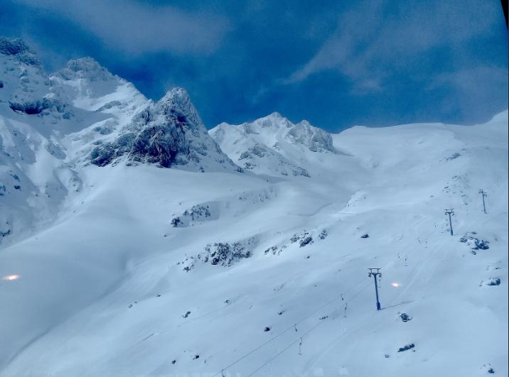 Au pied du Te Heu Heu (sommet du Ruapehu, à 2 755m), un immense domaine blanc immaculé s'offre aux amateurs de belle poudreuse.